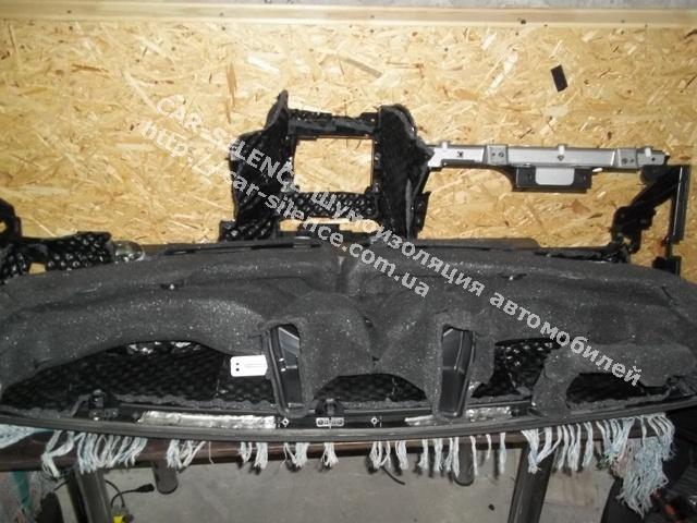 Слой шумопоглощающего материала Шумофф Герметон 15Л и установленные обработанные воздуховоды