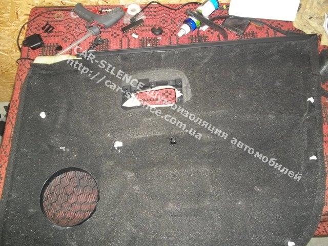 Шумоизоляция Kia Soul- слой шумопоглощающего материала на карте двери