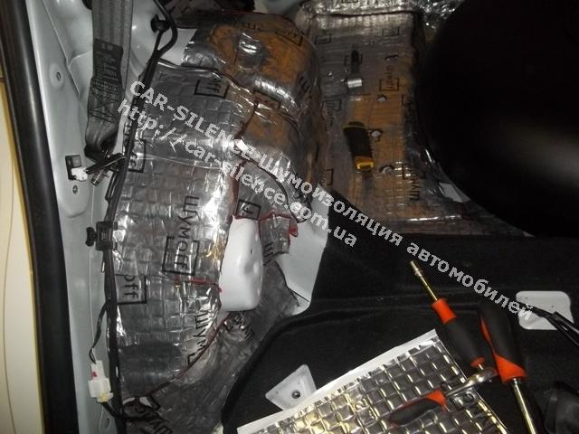 Шумоизоляция Kia Sportage- виброизоляция багадного отделения.